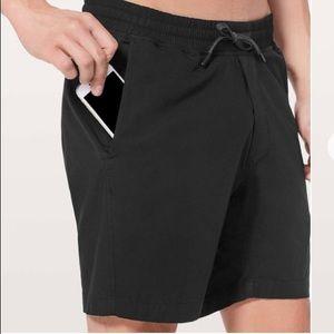 Lululemon Bowline Mens Black Shorts Small